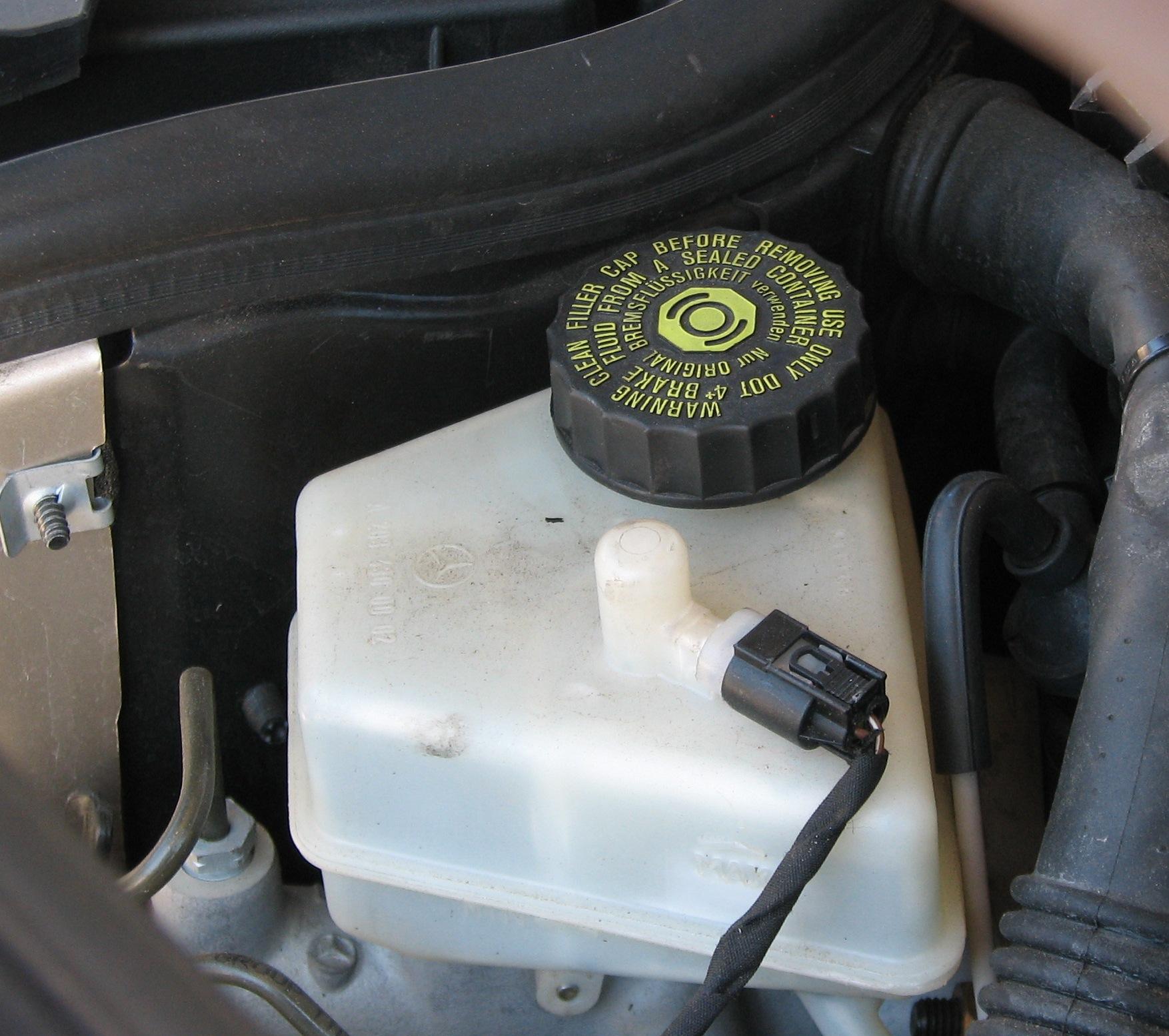 как менять тормозную жидкость на мерседес 210