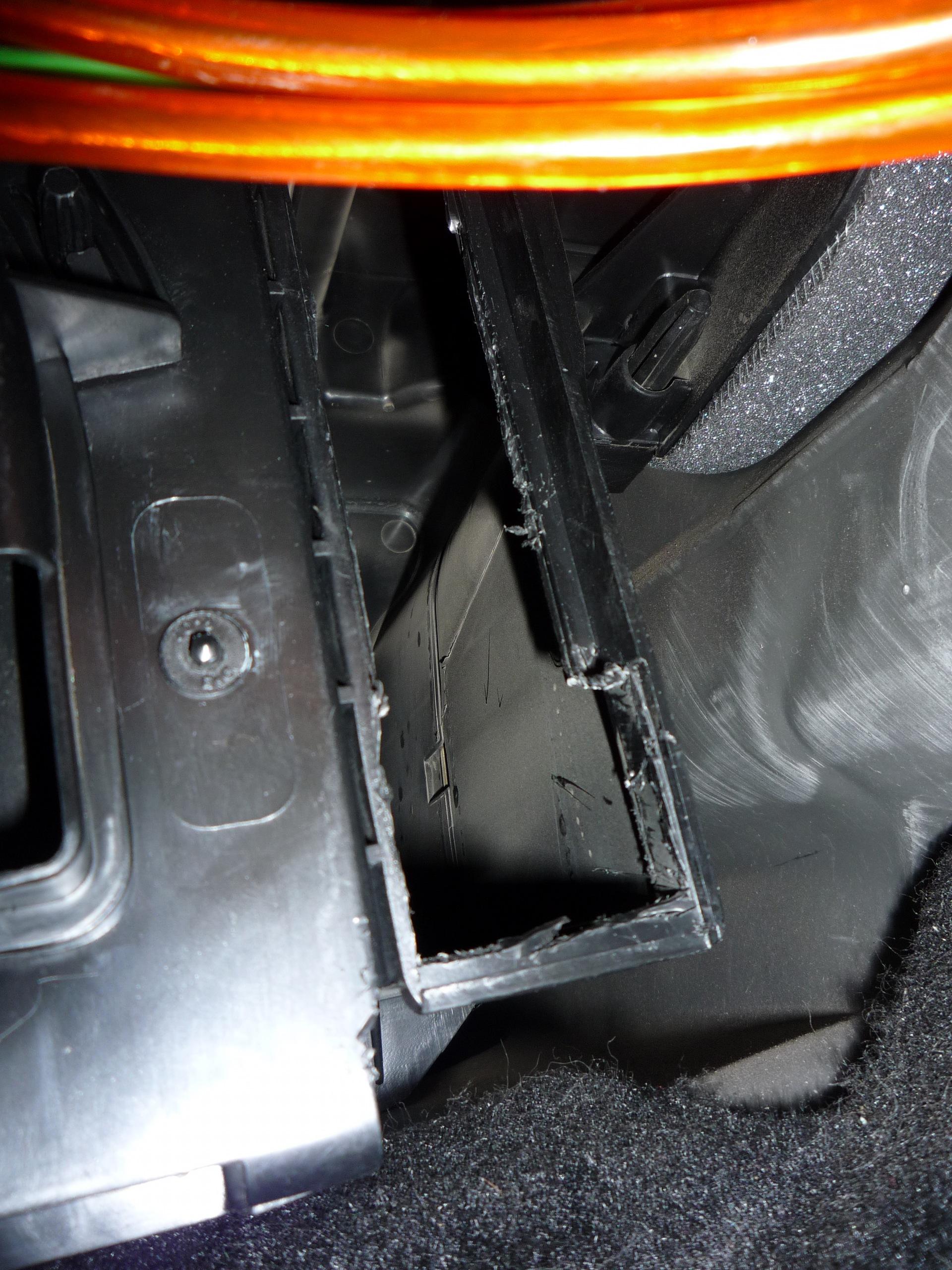 "Установка салонного фильтра - logbook Renault Sandero ""Нужно 686 у.е."" 2010 on DRIVE2"