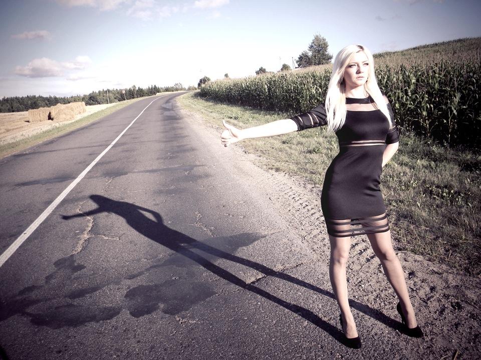 дерзкие девушки на дороге фото - 7