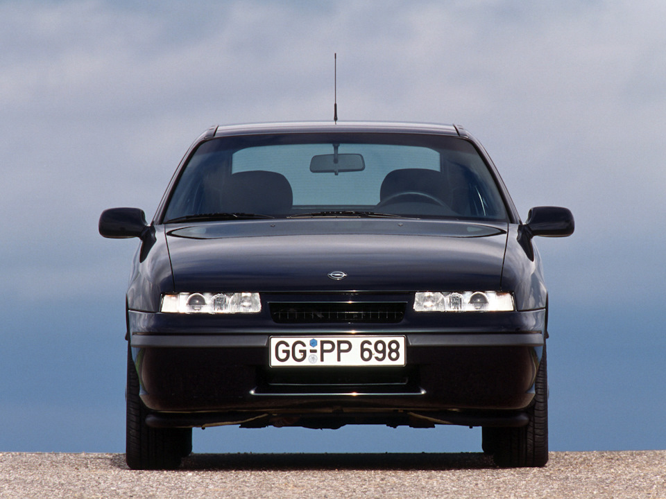 Более знакомый нам Opel Calibra