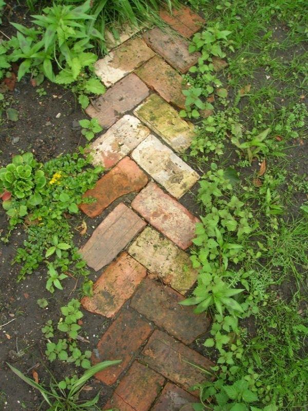 Как сделать дорожки в саду из чего