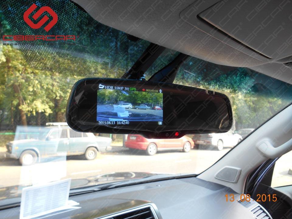 Попутно было решено дооснастить машину зеркалом заднего вида со встроенным видеорегистратором OEM-Mirror 1080P Full HD.