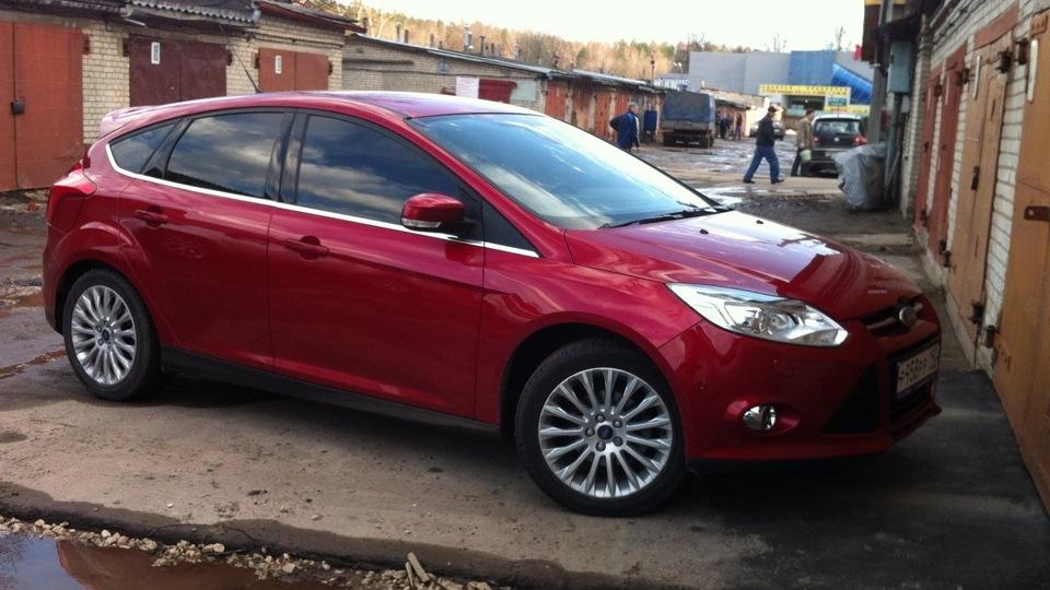 красный форд фокус