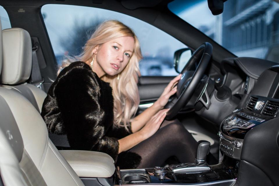 Картинки блондинка за рулем бмв, февраля