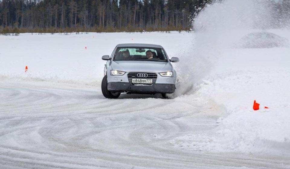 Вроде борьба-а на лице водителя- улыбка)