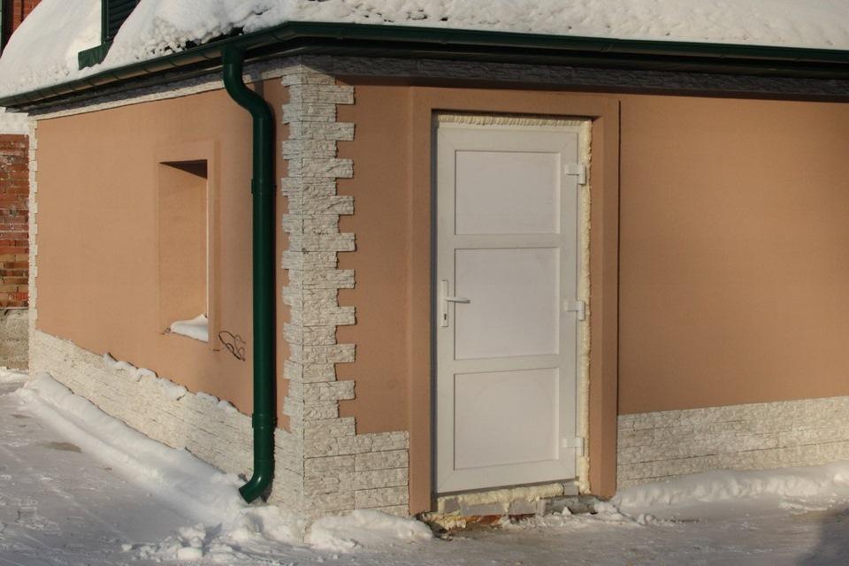 Двери входные для гаража