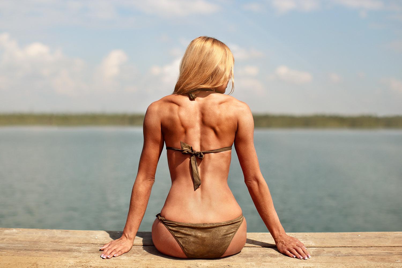 Блондинка голая спина — 3