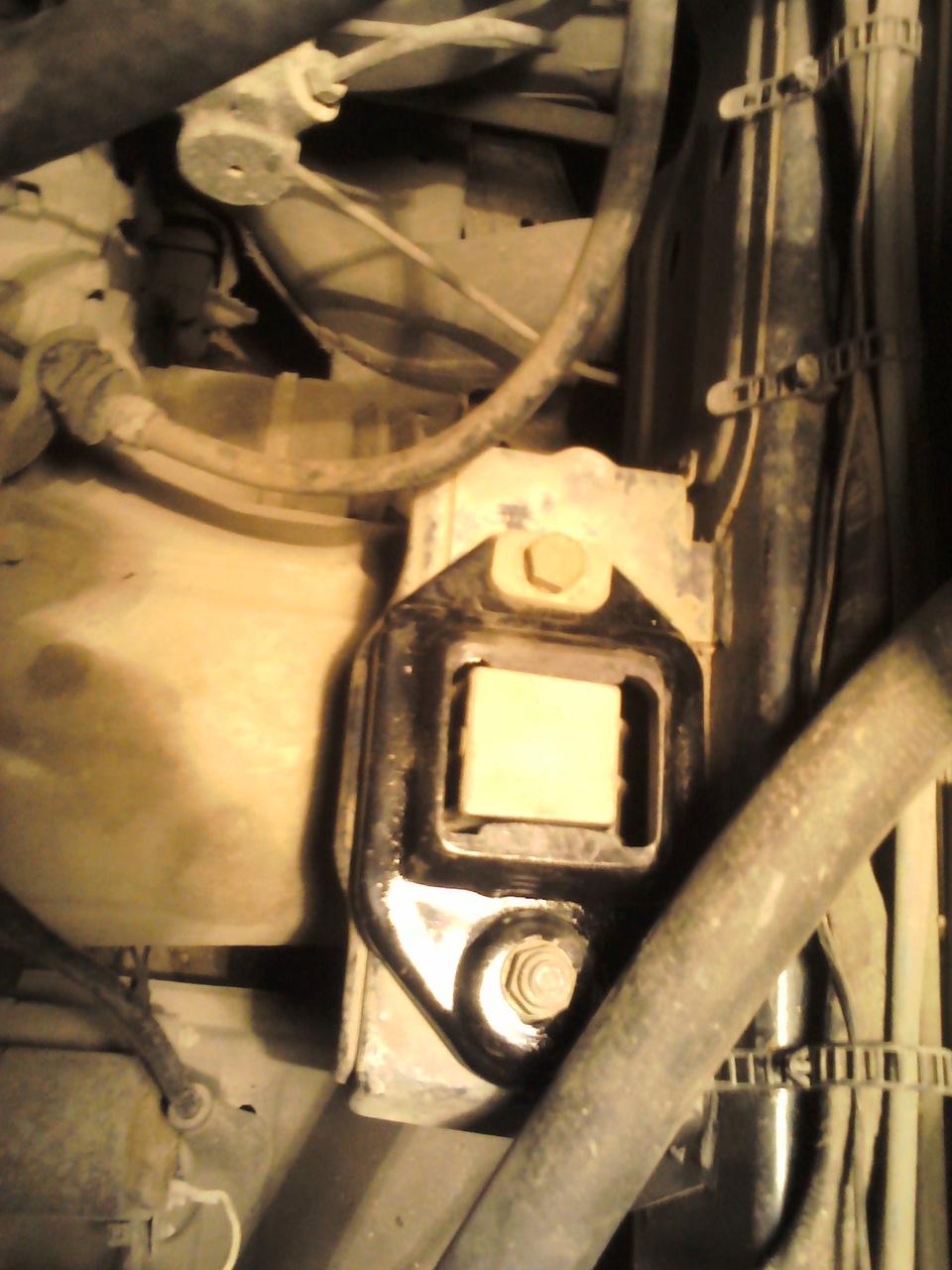 замена подушек двигателя skoda felicia