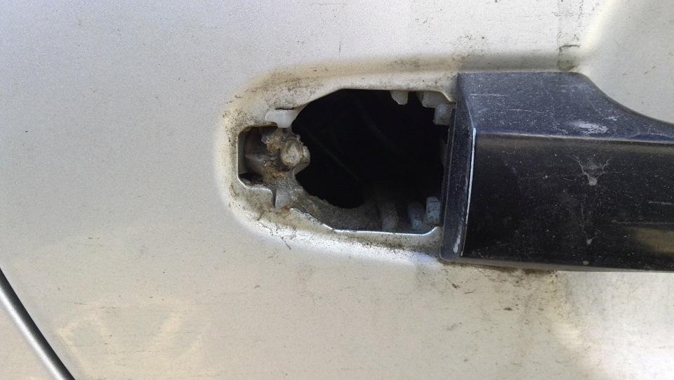 hyundai elantra задняя дверь не открывается