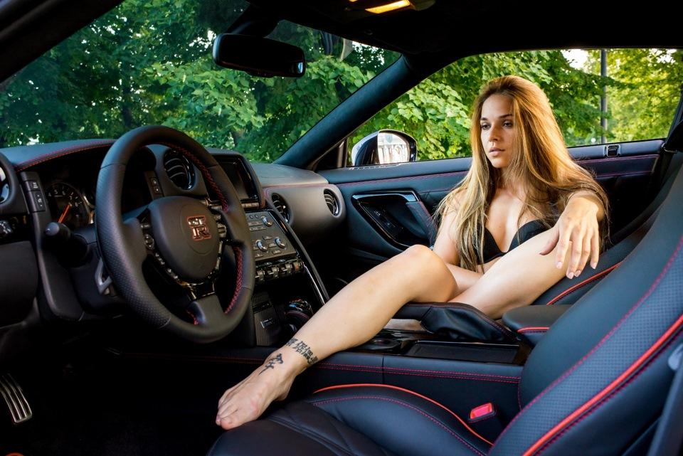 Nude flexible women