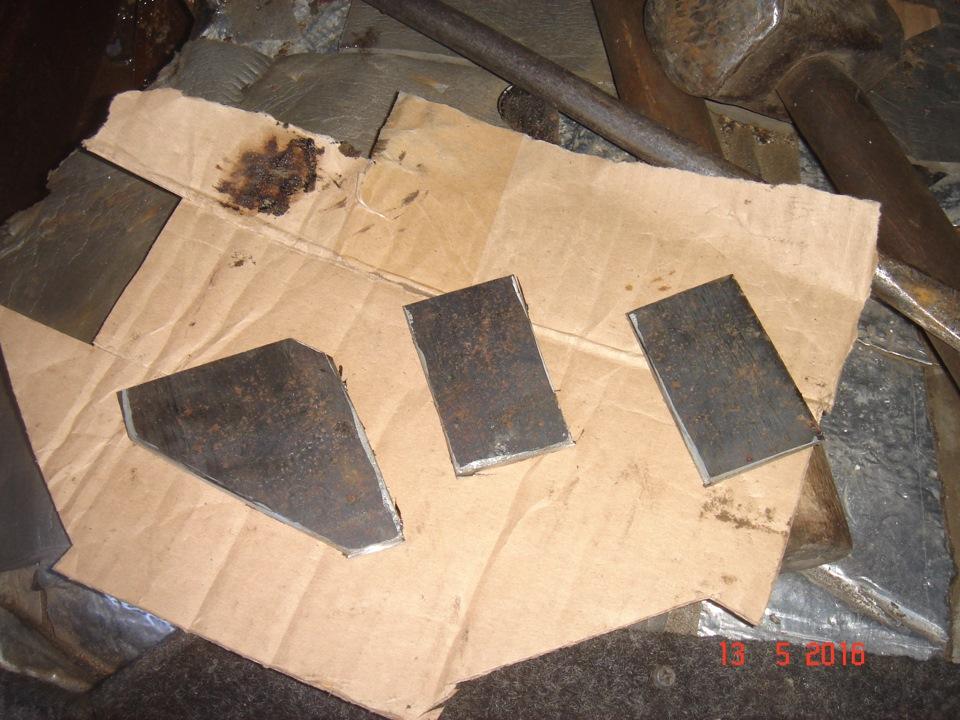 из подходящего 4х мм металла вырезаем пластинки