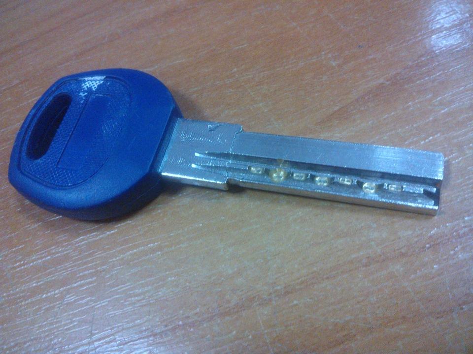 Заменить ключи замка двери