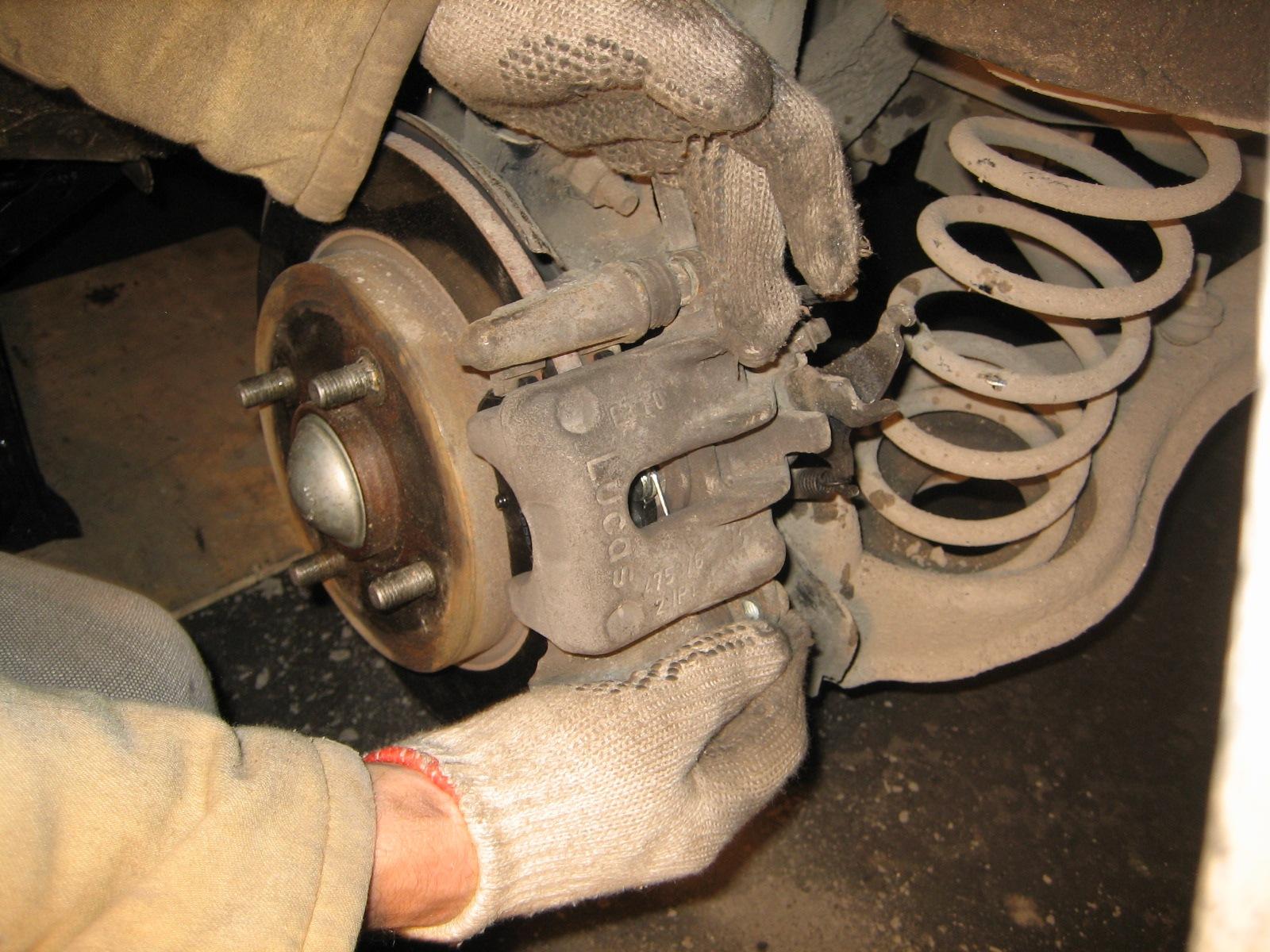 тормозной суппорт Ford Focus 2. суппорт.
