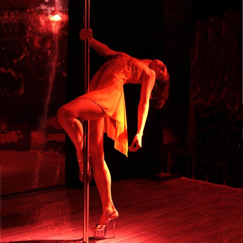 Девушка танцует стриптиз мужчине фото 245-320