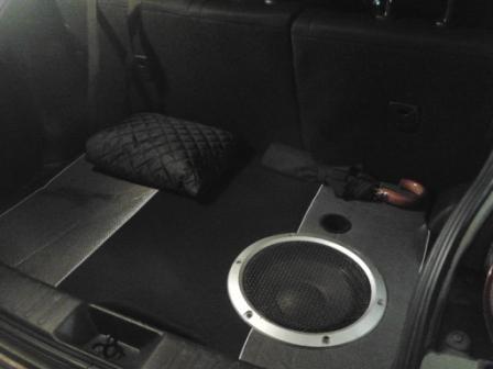 nissan juke сабвуфер в багажник
