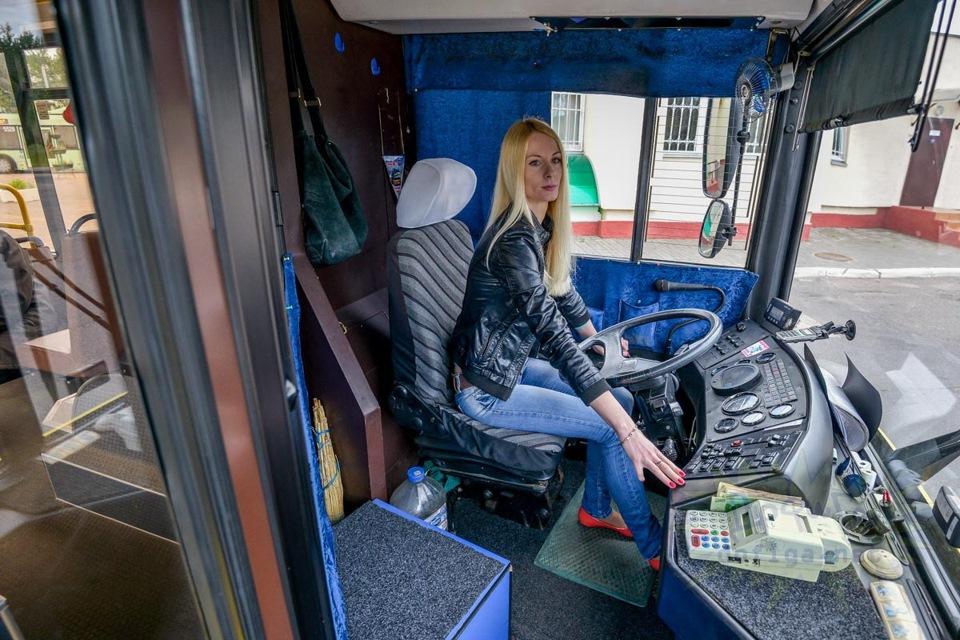 с дамой в автобусе - 5