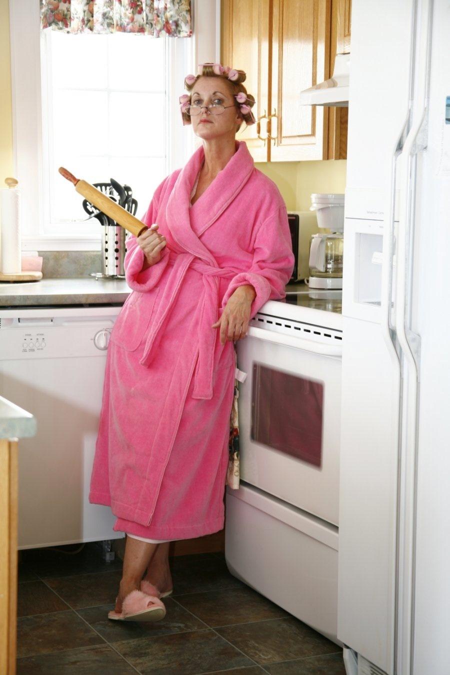 дошел кухнию, мамочки в халате естественно каждый