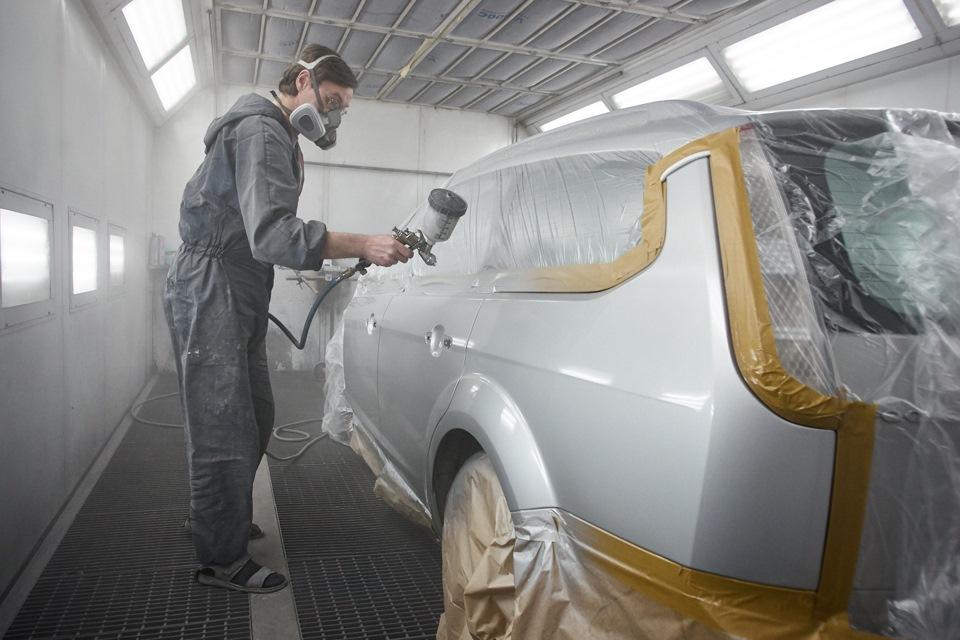 Нанесение лака на покрашенные кузовные детали Ford Focus