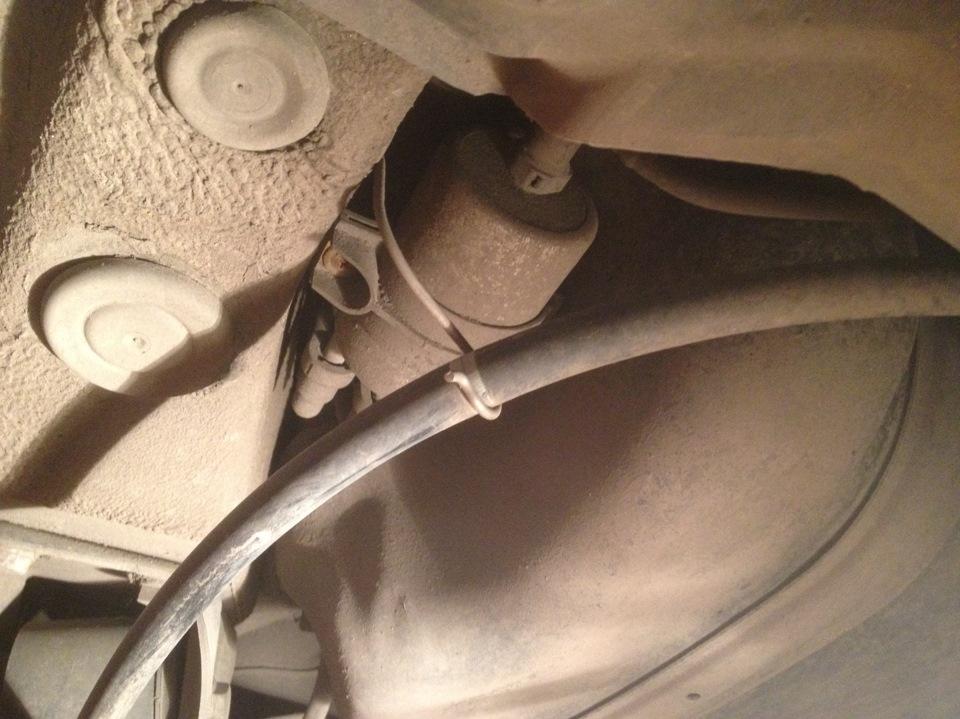 Polo sedan замена топливного фильтра