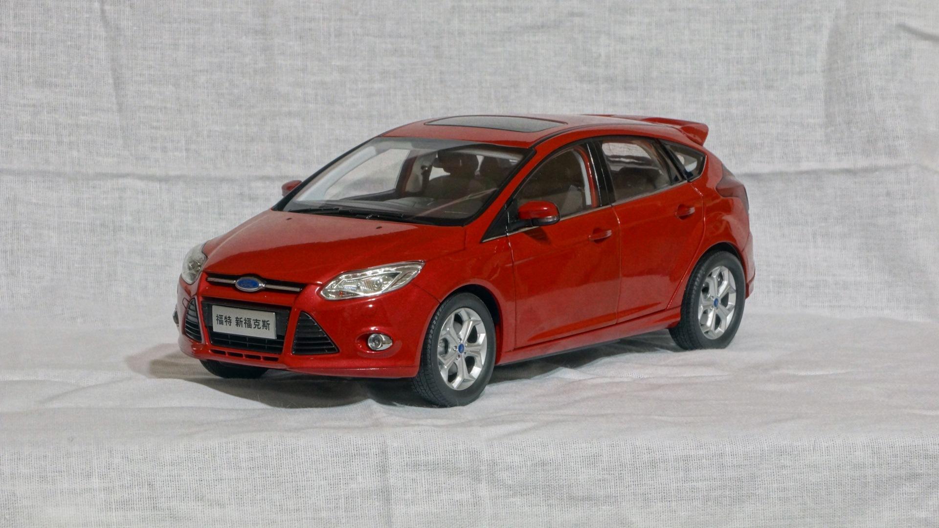 масштабная модель 1:18 ford focus 3
