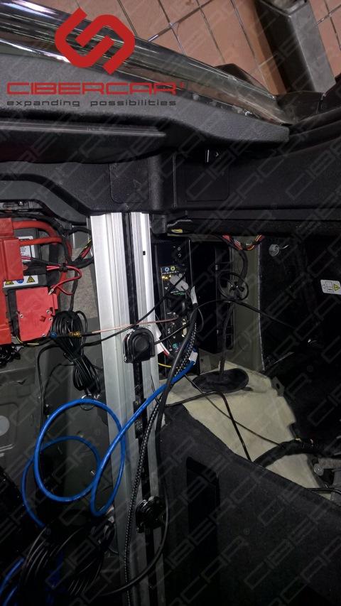 Системный блок разместили в багажнике.