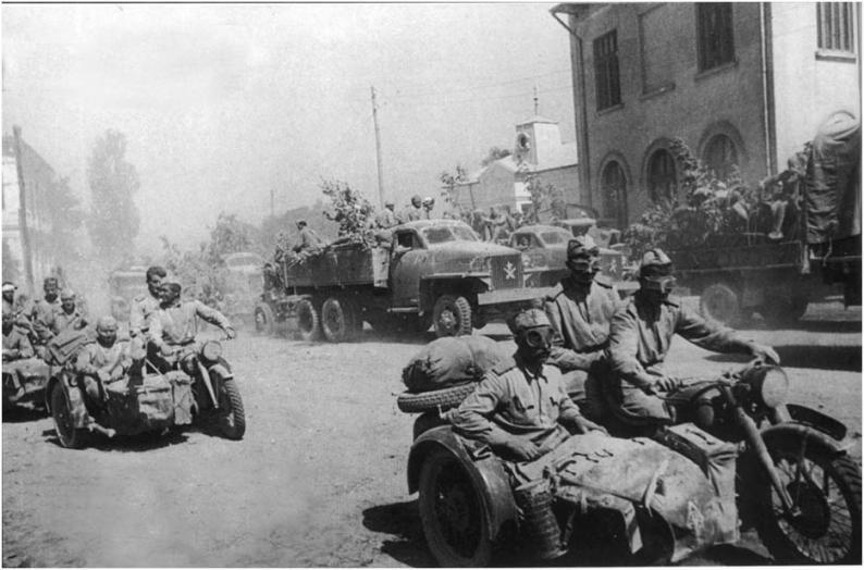 Колонна Красной Армии в 1945 году