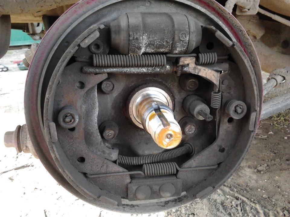 Замена задних тормозных колодок Hyundai Accent (Хендай) 9