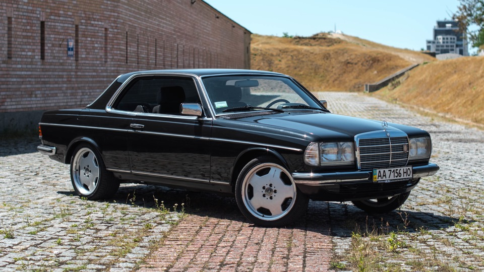 Mercedes benz w123 230ce airbag clima abs drive2 for Mercedes benz airbags