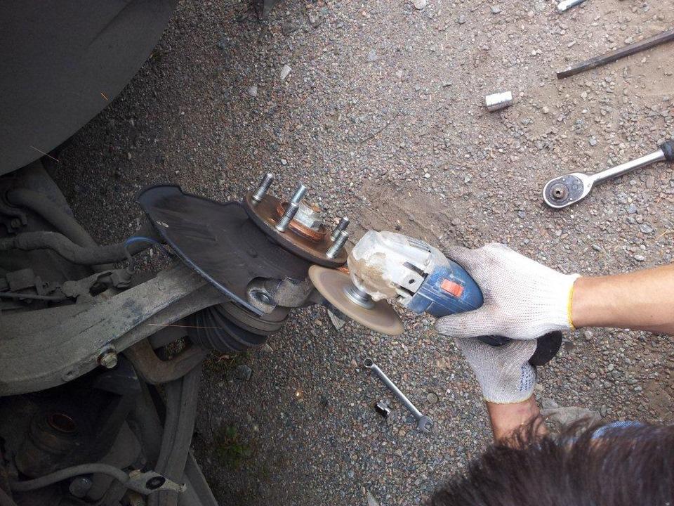как поменять колесную шпильку на хонда фрид все большую