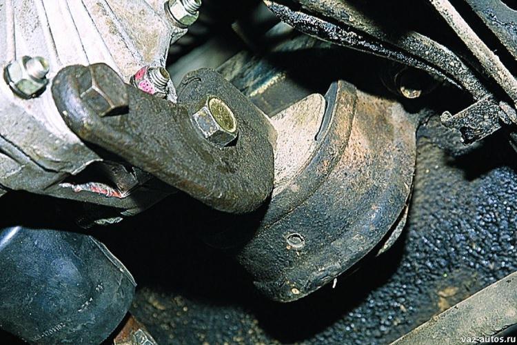 Фото №10 - замена подушки коробки передач ВАЗ 2110
