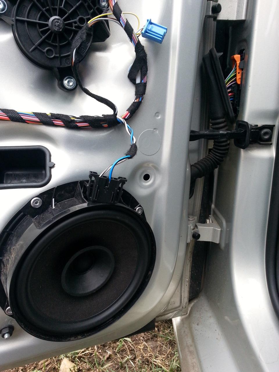 volkswagen polo sedan динамики