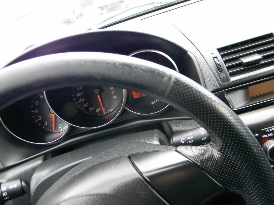 emazda стираестсяя руль