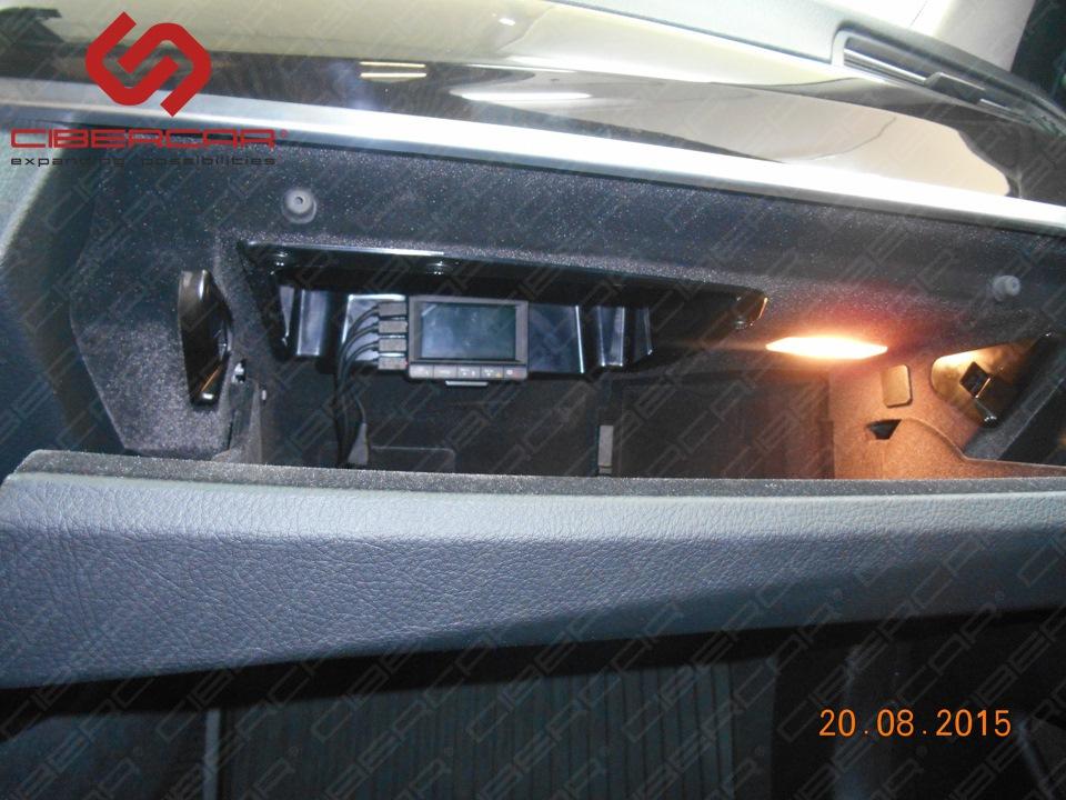 Видеорегистратор в бардачке BMW F10 528i xDrive.