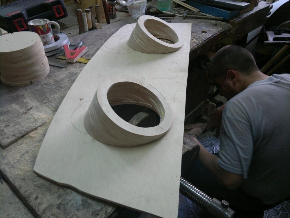 Полка под инструментРаспиловочные столШапка своими руками из