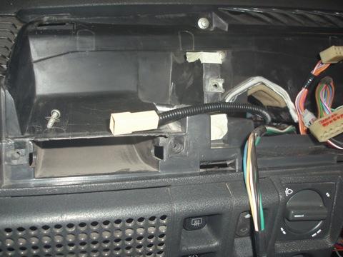 Теперь нужно подключить провод который идёт в комплекте с GF 683,через него приборная панель получает дополнительное...