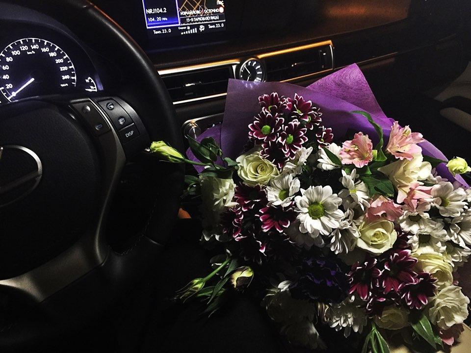 Машина цветы картинка