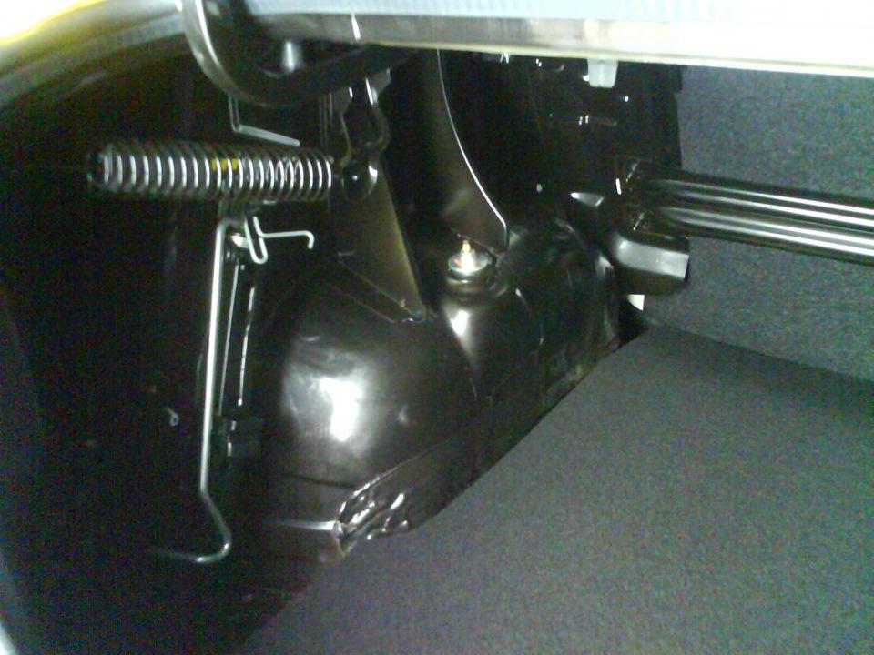 рено сандеро разборка обшивки багажника
