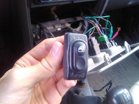 Фото №13 - ВАЗ 2110 замена кнопки стеклоподъемника
