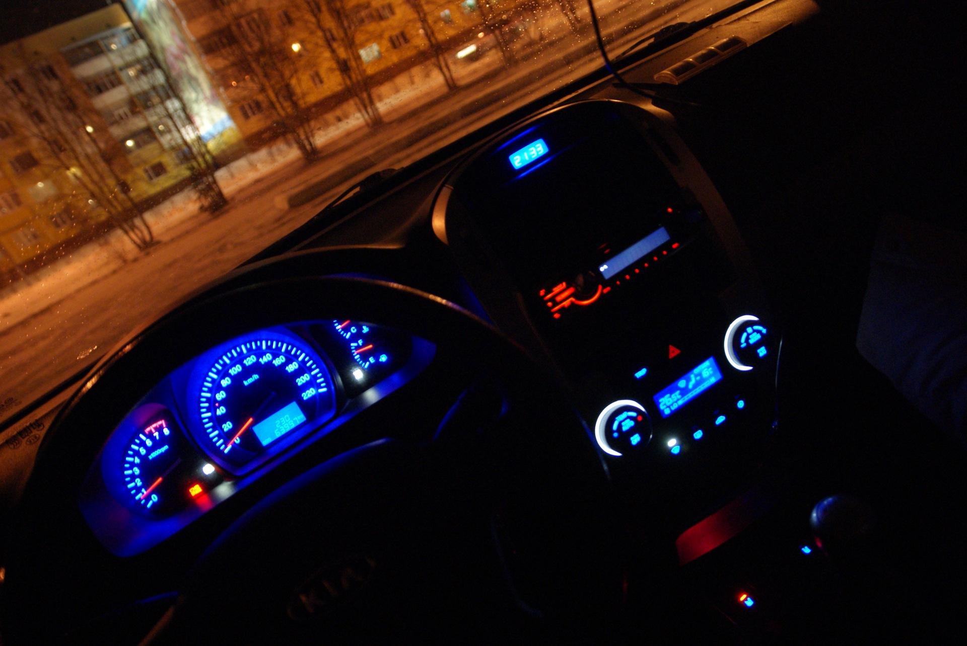 фото панели приборов машины ночью маленькое окно кухни