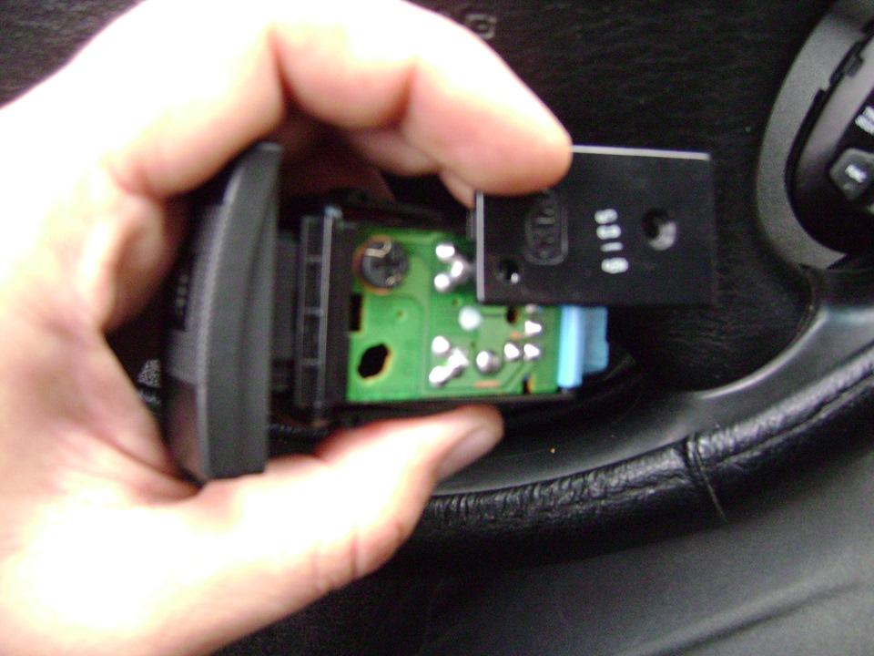 как поменять лампочки в кнопках киа спектра