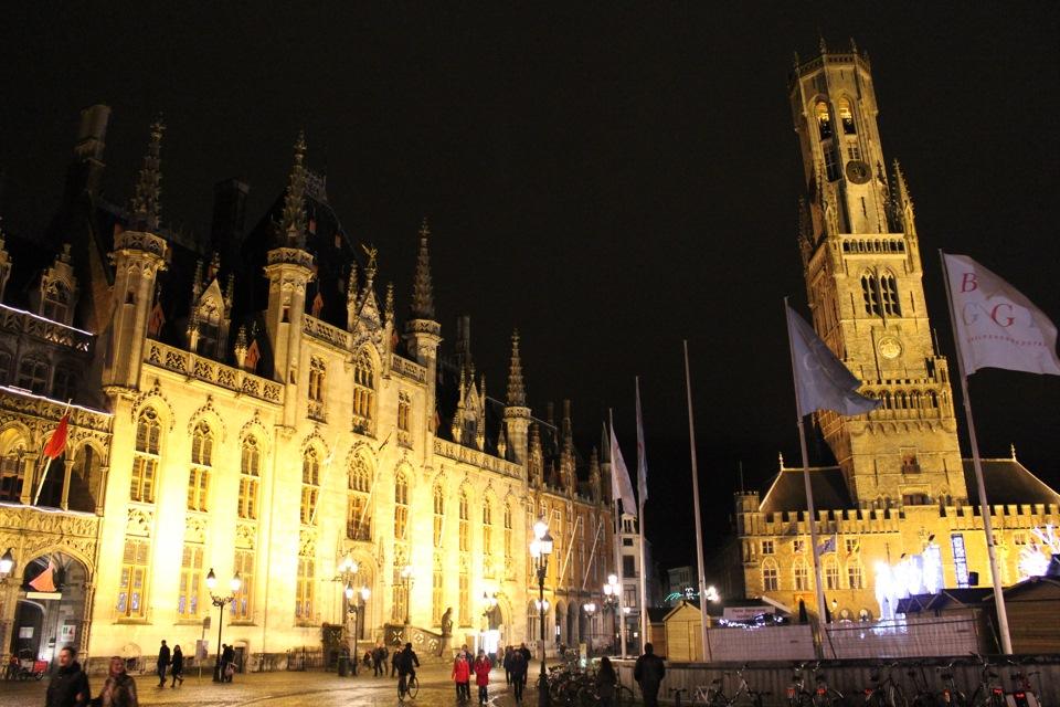 Grote Markt  Ратуша (Stadhuis Brugge) и башня Беффруа Брюгге (Belfort van  Brugge) 8c73705989e92
