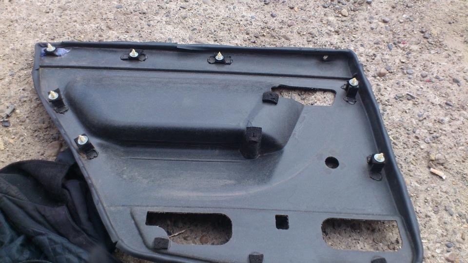 В отечественном автомобиле обшивки дверей приходится снимать при установке или ремонте стеклоподъёмников, при тюнинге салона, при шумоизоляции дверей и при установке аккустики.