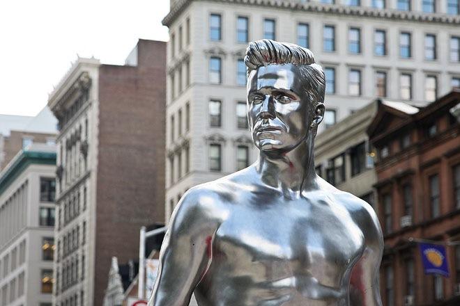 Статуя Дэвида Бэкхема