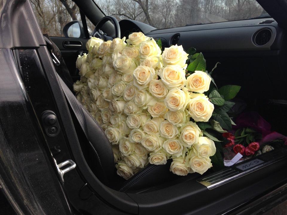 как картинки с букетами роз в машине продумали