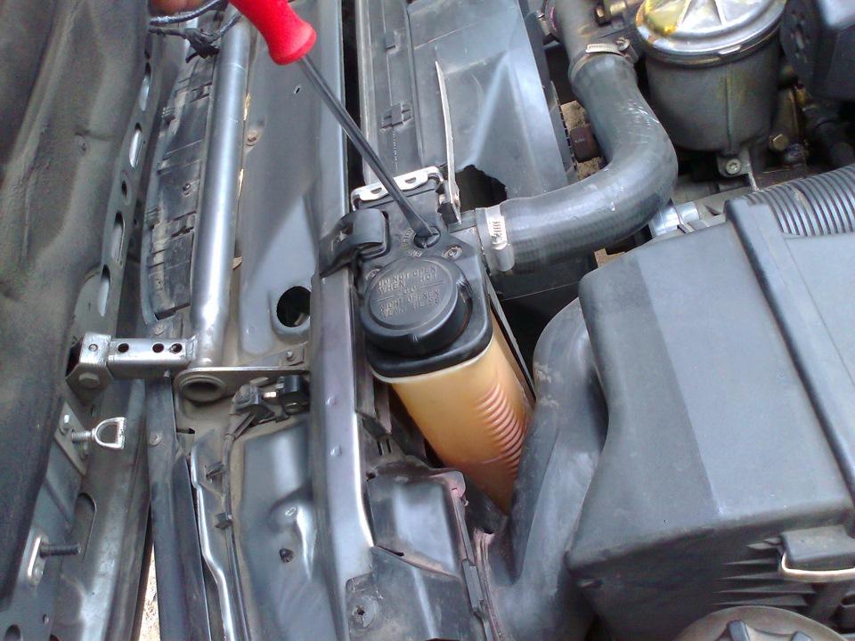 bmw e90 318d как удалить воздушную пробку из системы охлаждения