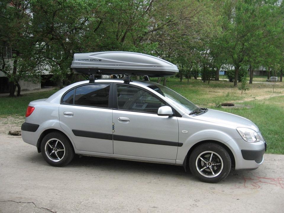 Вид автомобиля с бокс багажником на хендай акцент