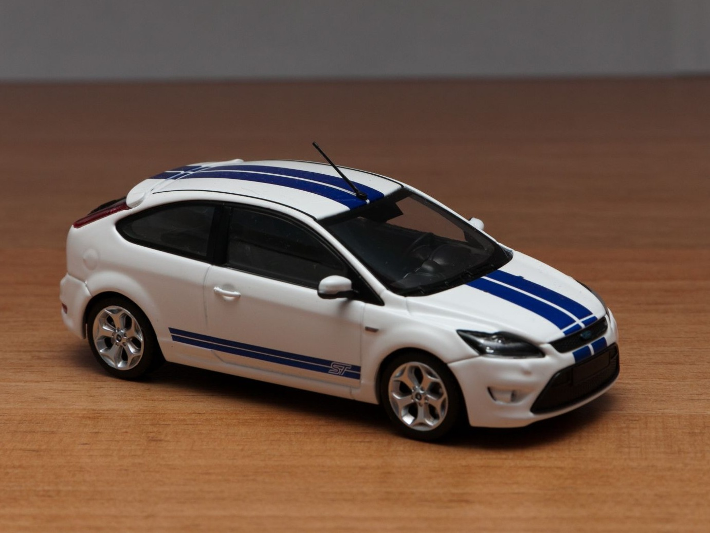 масштабная модель ford focus st белый