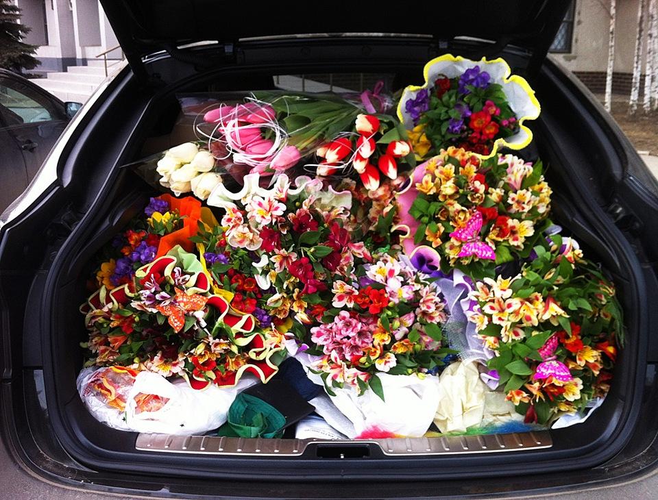 День рождения, открытки с цветами в авто