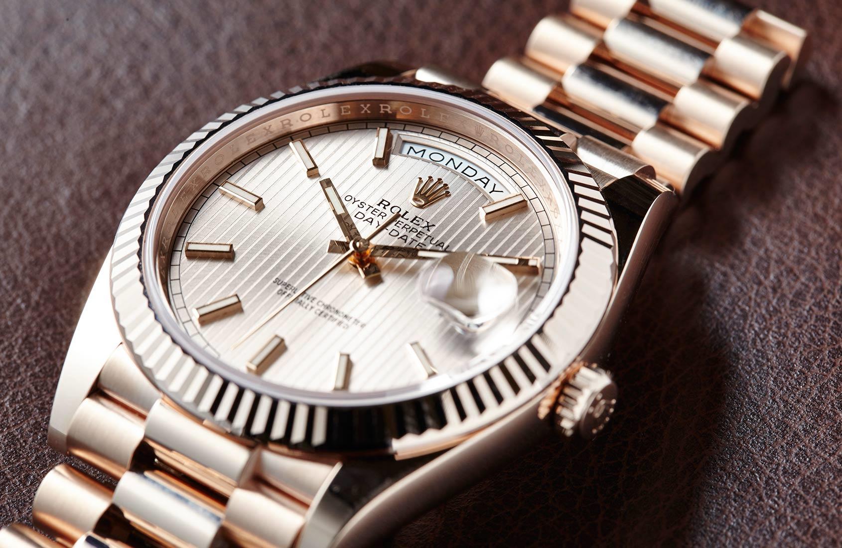 В наши дни наручные часы рассматриваются больше как символ статуса, нежели  устройство для определения времени. Сейчас практически любые электронные ... aac63538c7c
