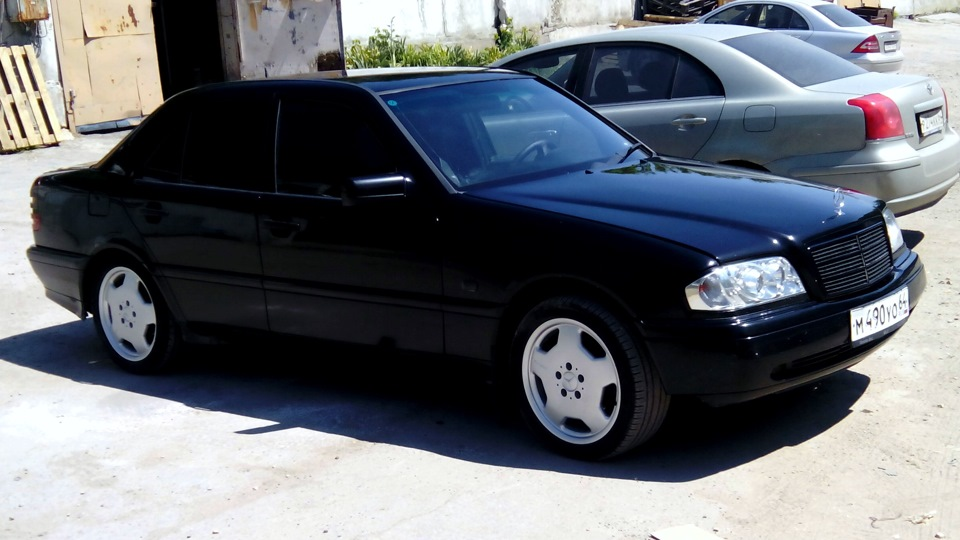 Mercedes benz c class black diesel drive2 for Black mercedes benz c class